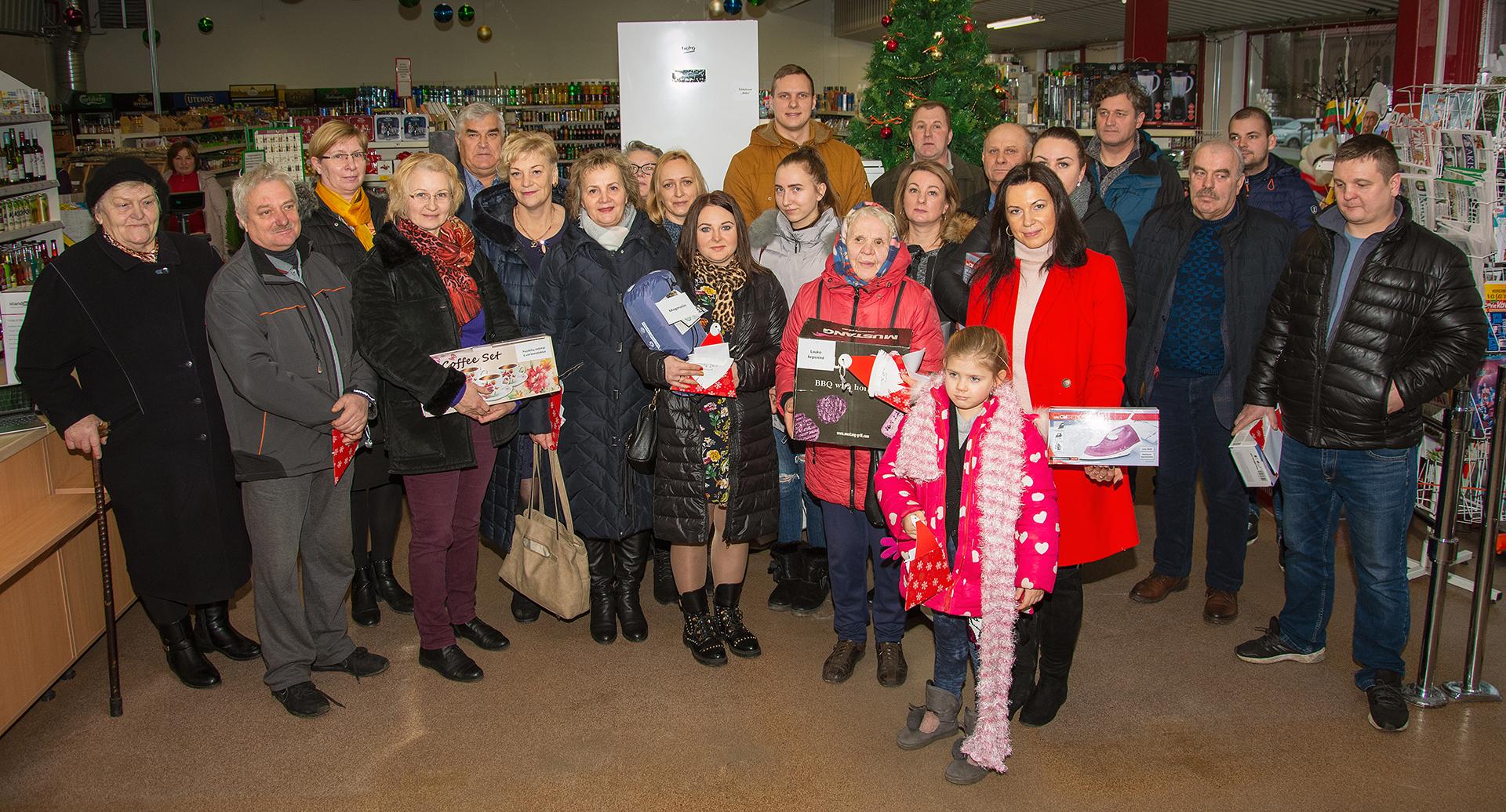 """""""Šilutės prekybos"""" kalėdinės loterijos finalininkai išsidalijo 20 solidžių prizų"""